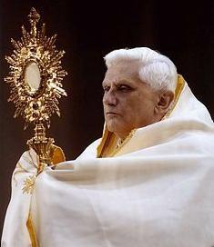 Pope Benedict_Monstrance_best